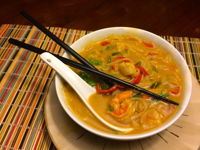 vietnamese-soup-with-shrimp-and-scallops-2